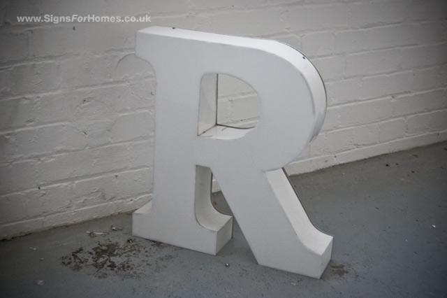 Letter 'R' light up sign